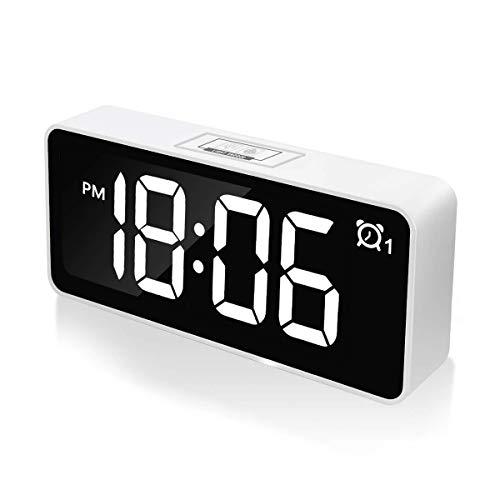 """CHEREEKI Sveglia Digitale, 4.6"""" LED Grande Schermo Doppio allarmi Sistema Sistema 12/24 Ore 25 Musica, Funzione di Snooze, 3 Livelli di luminosità Presa USB per Casa e Ufficio (Bianco)"""